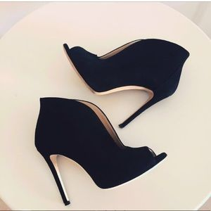Suede high heeled boots made in Italy